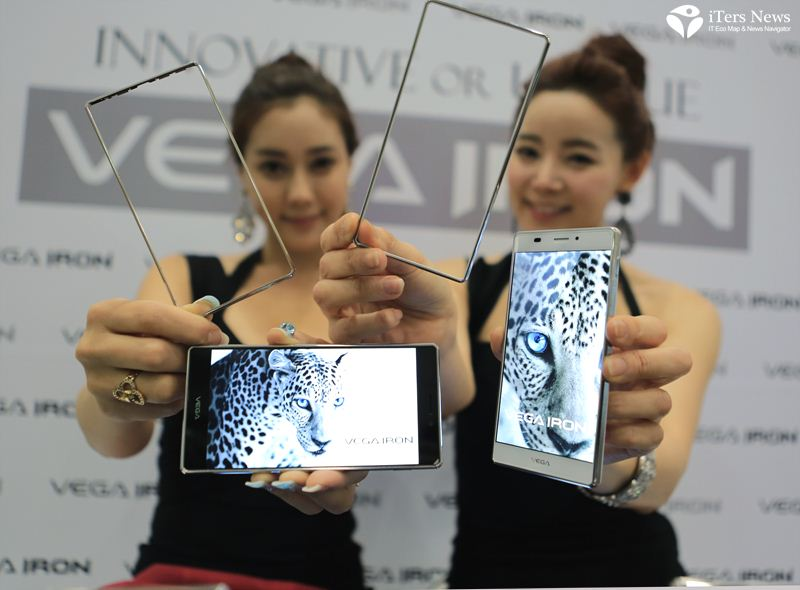 Photo gallery for Pantech 'Vega Iron' 5-inch phablet