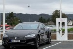Tesla builds up a constellation of electric vehicle charging station networks