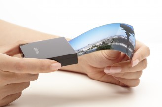 Samsung, LG lock horns in a battle for headstart in curved flexible display market