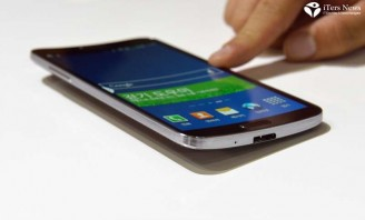 Hands-on experience on Galaxy Round curved smart phone; Touch feels more resilient