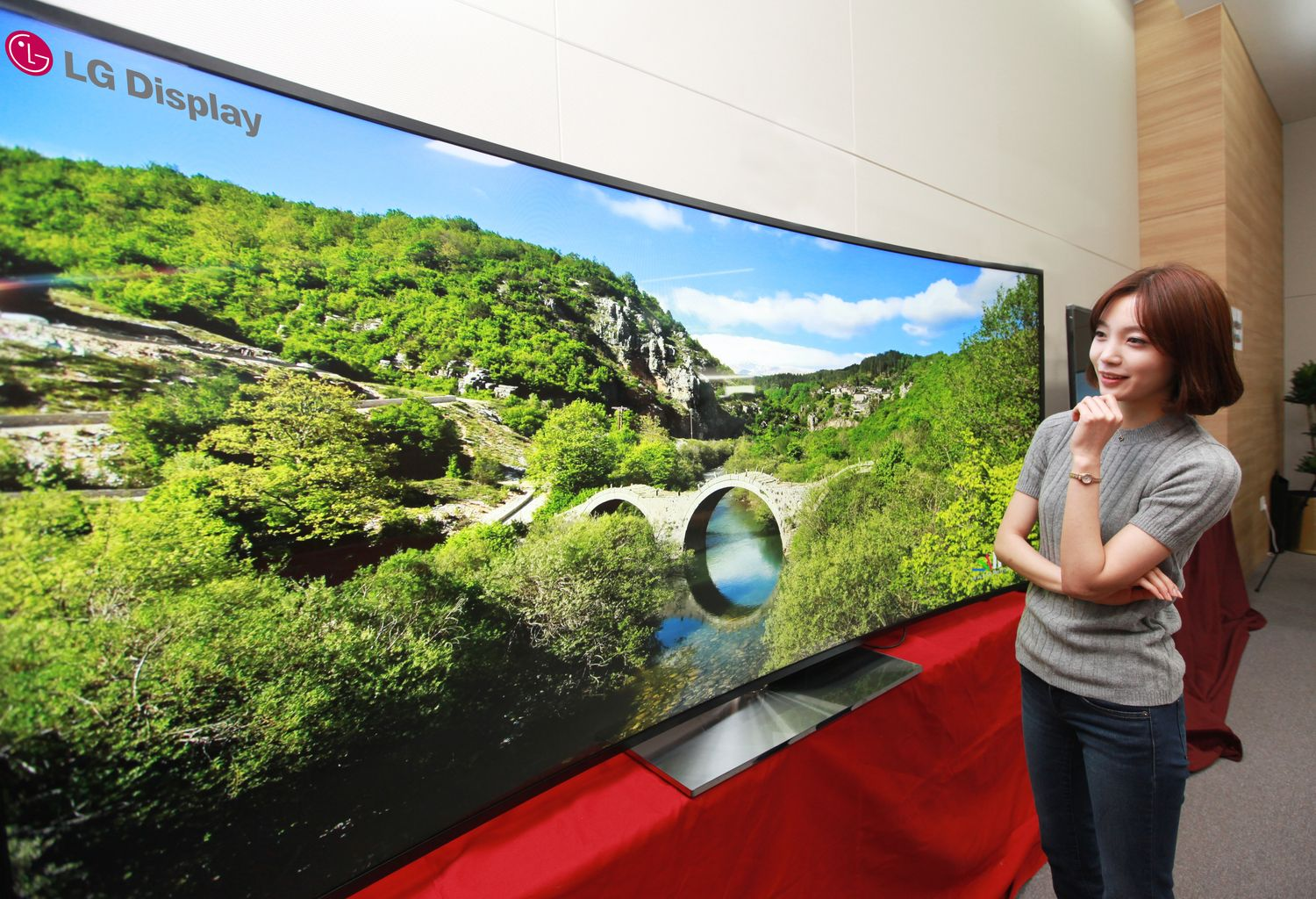 5021623e0ae LG unveiled 105-inch mammoth 4K UHD TV with curved screen