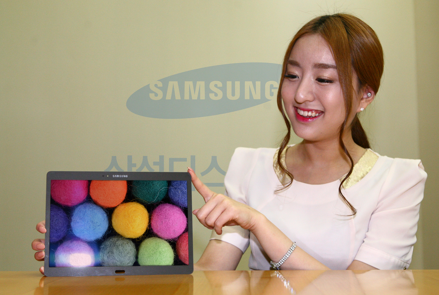 Samsung starts mass-production of 8.4, 10.5-inch WQXGA AMOLEDs