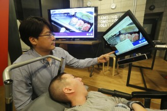 Eyeball-tracking mouse box allows the disabled to interact with the world with a blink of eyes